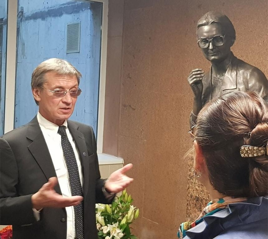 Академик В. А. Насонова и академик Е. Л. Насонов
